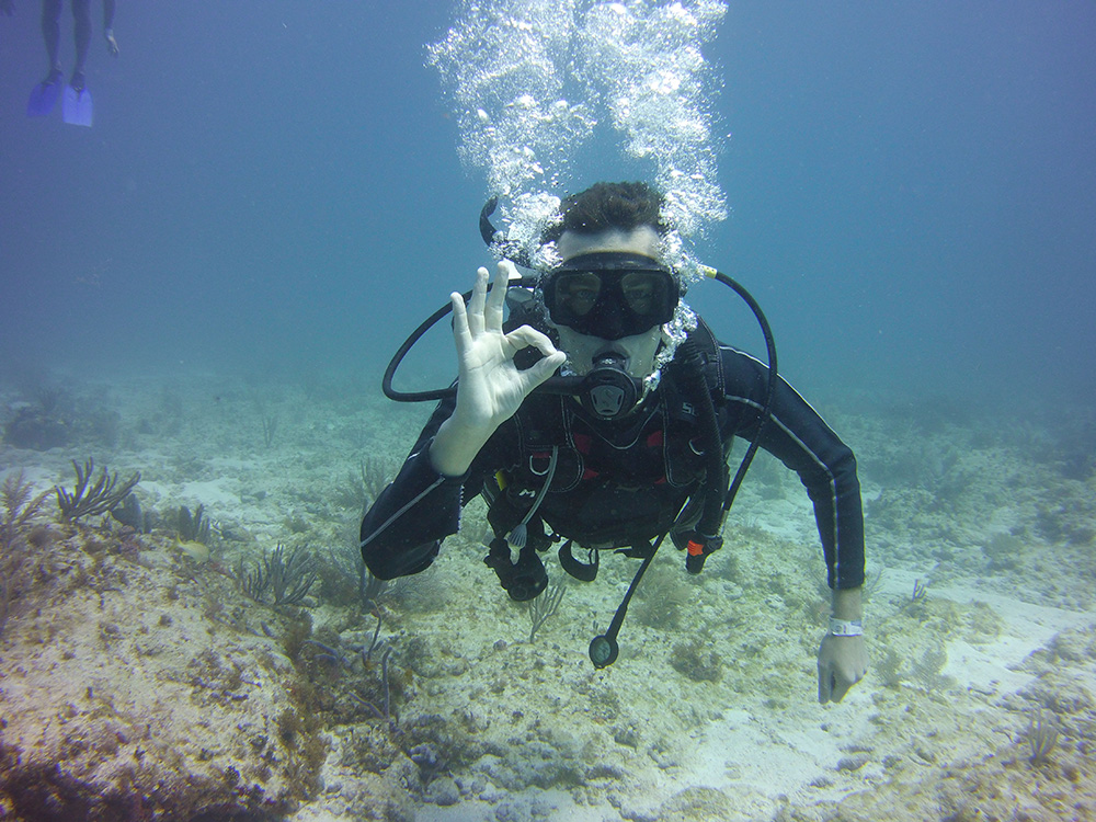 PADI Scuba Diver With Om Delfin - best diving in Puerto Morelos
